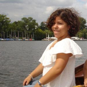Mädchen auf Boot