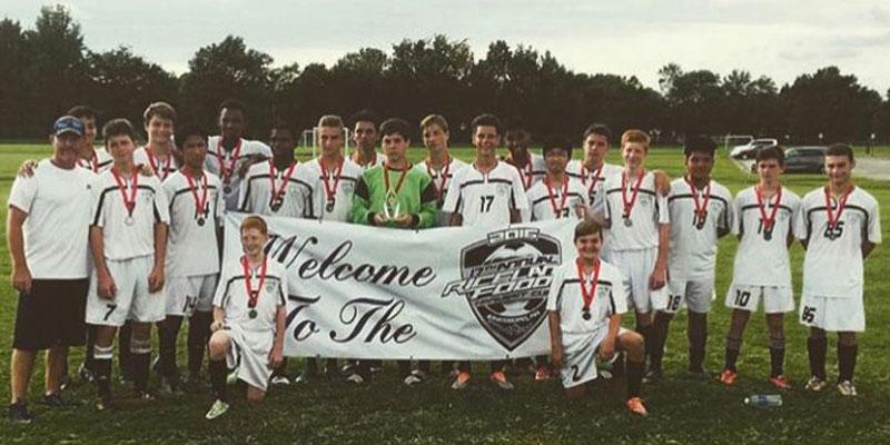 Gruppenfoto Highschool Fußball Team mit Medaillen um dem Hals
