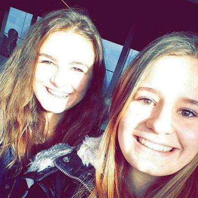 Jessica mit einer Freundin