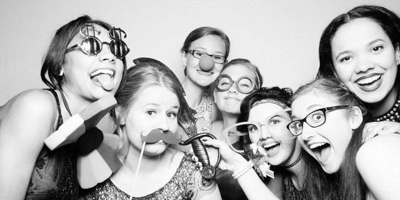 Jessica mit Freundinnen im Photobooth